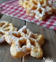 Sulla vostra tavola, fra i vari dolci vi suggerisco di provare le frittelle leggere aromatizzate al limone, super croccanti! Beignets, Food Humor, Mini Desserts, Sweet Bread, Crepes, Cake Cookies, Donuts, Waffles, Muffins