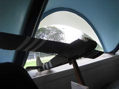 Dit is een Wacoglider. Hier sprongen de parachutisten uit