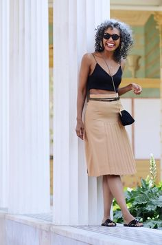 Pleated vintage skirt with a cute belt // A Week Of Sophisticated Slow Fashion Outfits With Tennille Murphy From The Tennille Life on The Good Trade Fit Black Women, Beautiful Black Women, Minimalist Dresses, Minimalist Outfits, Slow Fashion, Ethical Fashion, Chic Outfits, Fashion Outfits, Fair Trade Clothing