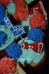Cheerleader cupcakes - pom poms, megaphones and of course, a foam finger Cake Pops) Cheerleading Cupcakes, Cheer Cupcakes, Pom Pom Cupcakes, Yummy Cupcakes, Cupcake Frosting, Cupcake Cakes, Cake Cookies, Cup Cakes, Cheer Birthday Party