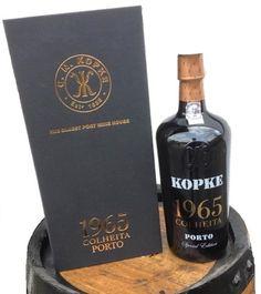 De 1965 Kopke Colheita Port Special Edition: 50 jaar jonge Colheita port, zeer fraaie botteling in luxe omdoos. http://www.flesjewijn.com/wijnen/kopke+colheita+port+1965+special+edition+49957