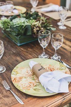 Decoração criada por Ie! Eventos. O casamento de Mariana e Alê foi publicado no Euamocasamento.com, e as fotos são de Studio Laura Campanella. #euamocasamento #NoivasRio #Casabemcomvocê