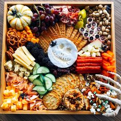 300 Likes, 16 Comments - Halloween Housewarming Party, Diy Halloween Treats, Halloween Food For Party, Halloween Kids, Happy Halloween, Halloween 2019, Halloween Stuff, Halloween Decorations, Halloween Costumes