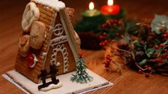 Gingerbread House and Candles wallpaper Christmas Gingerbread House, Best Christmas Gifts, Christmas Candy, Christmas Themes, Christmas Tree Decorations, Gingerbread Houses, Christmas Cookies, Christmas Chocolate, Christmas Deco