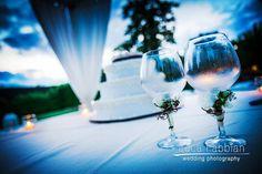 Wedding: Wedding cake at dusk