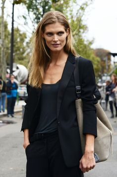 how to wear layered black.  very chic.  black blazer and taupe bag.
