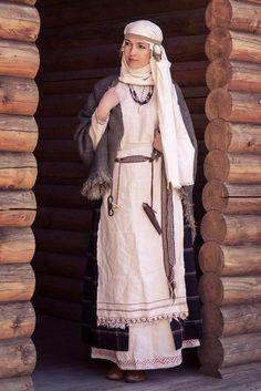 Medieval Slavic costume of Ancient Russia: Krivichi славянка смоленско-полоцкой группы кривичей.