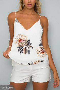 White V-neck Random Floral Print Cami Top (Top Moda Fiesta) Summer Outfits 2017, Summer Outfits Women, Trendy Outfits, Cool Outfits, Fashion Outfits, Short Blanc, Mode Style, White V Necks, Look Fashion