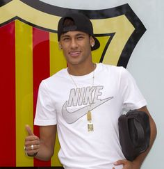 Neymar will forever be my soccer idol. What I would give to be able to dribble like him....