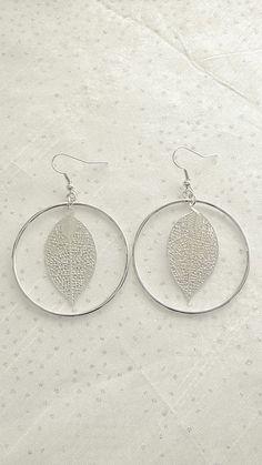 Boucles d'oreilles avec breloques en filigranes de couleur argent : Boucles d'oreille par soo-happy