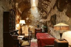 Al Capone's cell at the Eastern State Penitentiary. Via History In Pictures (@historyepics)