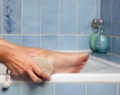 Cracked heels most common, also called heel fissures, are a common foot condition. Keep reading this post, to know simple home remedies treat cracked heels. Dry Cracked Heels, Cracked Skin, Aloe Vera For Skin, Pedicure At Home, Pumice Stone, Whitening Face, Face Scrub Homemade, Vicks Vaporub, Coconut Oil For Skin