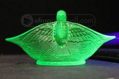 shopgoodwill.com: Vaseline Glass Bowl With Birds