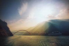 Look at this amazing light... Jun Wei Fan . . . . #wanderlust #neverstopexploring #mytinyatlas #epic_captures #canon #canonphotography #keepitwild #optoutside #rei1440project #perfectlighting #lighting #light #sunset #perfectsinset #perfectweather #takemethere #travelasia #waterscape #cloudscape #bridges #atmospheric #goldenhour #perfecttiming #twilight #photographers_tr #keepshooting #travel  #mountains by cavanimages