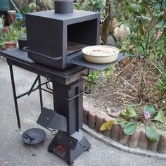Avantgardens: Rocket stove cooker with oven add-on by Showsuke Sugiura, Japan. Rocket stove cooker with oven add-on by Showsuke Sugiura, Japan. Cooking Stove, Stove Oven, Cooking Beets, Cooking Oil, Metal Projects, Welding Projects, Bbq Grill, Grilling, Outdoor Kocher