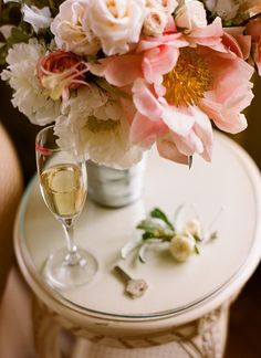 black-tie-manhattan-wedding-flowers - Once Wed Love Flowers, Beautiful Flowers, Wedding Flowers, Beautiful Things, Flowers Wine, Luxury Flowers, Summer Flowers, Simply Beautiful, Paper Flowers