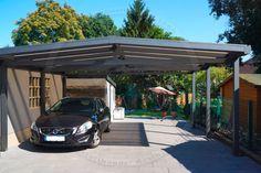 Alu-Carport der Marke REXOport 6m x 6m in anthrazit. Bei diesem freistehenden Aluminium-Doppelcarport mit Satteldach-Form kommen bronzene 16mm Stegplatten zum Einsatz. Im Bild: Die Frontalansicht auf die Einfahrt. Ort:Bottrop  #Carport #Alucarport #REXOport #Rexin