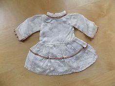 Kleid-mit-Spitze-Puppenkleid-aus-XL-Puppen-Sammlung-Hobbyaufloesung-26