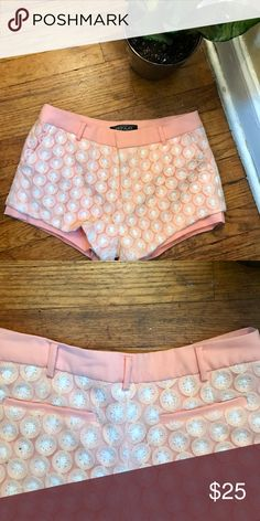Peach crocheted shorts! Super cute peach crocheted shorts! Fully lined front pockets!! 10 inches in length! Material is not in English. feinuo Shorts
