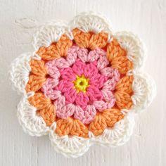 Crochet Puff Flower, Crochet Flower Tutorial, Love Crochet, Irish Crochet, Beautiful Crochet, Crochet Flowers, Crochet Coaster Pattern, Crochet Mandala Pattern, Crochet Flower Patterns