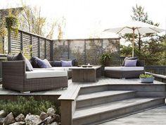 En trapp opp til sittegruppen tar plass, men er fin for å avgrense ulike soner . Outdoor Spaces, Outdoor Living, Outdoor Decor, Fiordo De Oslo, Scandinavian Garden, Appartement Design, Contemporary Garden, Terrace Garden, Garden Inspiration
