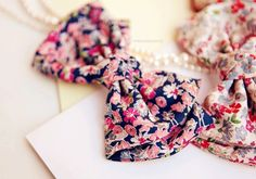 How cute is this floral bow?