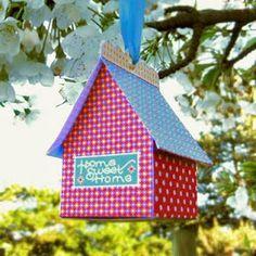 Van   bijv.  een melkpak    en wat mooi  papier    dit schatttige    vogelhuisje