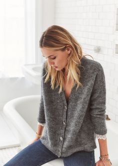 Sezane's Fall 2017 collection is now available online so naturally I had to share my favorites. The charming French brand has opened a new boutique in New York and juding by the plethora of instagrams, is taking America by storm. Online, they're currently offering free express U.S. shipping. Below, explore some of my newest Sezane favorites. …