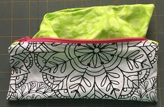Zippered makeup pouch and pencil pouch tutorials Small Sewing Projects, Sewing Projects For Beginners, Sewing Hacks, Sewing Tutorials, Tutorial Sewing, Bag Tutorials, Pencil Bags, Pencil Pouch, Zipper Pouch Tutorial