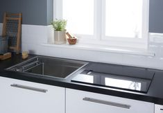 Small Kitchen Ideas: 10 Ways to Make a Small Kitchen Feel Bigger - Love Chic Living Kitchen Room Design, Home Decor Kitchen, Interior Design Kitchen, Kitchen Ideas, Kitchen Trends, Kitchen Stuff, Kitchen Inspiration, Kitchen Designs, Kitchen Hacks