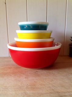 Hey, I found this really awesome Etsy listing at https://www.etsy.com/listing/249639992/1970s-stunning-jaj-pyrex-rainbow-bowls