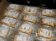 Miništrúdle úžasné. Banana Bread, French Toast, Breakfast, Desserts, Food, Morning Coffee, Tailgate Desserts, Deserts, Essen