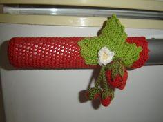 Crochê Gráfico: Flores de crochê para enfeitar puxadores de porta de geladeira Crochet Diy, Crochet Shawl, Frozen Crochet, Birthday Wishes For Son, Crochet Kitchen, Sewing Dolls, Kitchen Art, Kitchen Stuff, Lana