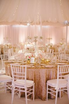 Hello girls today a post a little special with a wedding of luxury and a decoration breathtaking … I do not tell you more I … - New Site Tent Wedding, Gold Wedding, Wedding Table, Wedding Reception, Wedding Flowers, Wedding Day, Wedding Ceremonies, Pink Chiffon Dress, Wedding Decorations