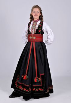 Lekker! Cool Costumes, Dance Costumes, Ethnic Fashion, Boho Fashion, Norway Culture, Norwegian Wedding, Norwegian Vikings, Costumes Around The World, Folk Dance