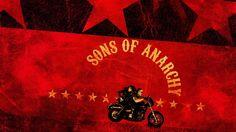 Sons of Anarchy - Tainies online Οι Sons of Anarchy είναι ένα κλαμπ μοτοσυκλετιστών που δρα ως συμμορία ελέγχοντας την πόλη του Τσάρμινγκ και κάνοντας εμπόριο όπλων.
