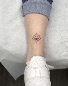 - List of the most beautiful tattoo models Cute Tiny Tattoos, Dainty Tattoos, Little Tattoos, Feather Tattoos, Mini Tattoos, Lotusblume Tattoo, Unalome Tattoo, Piercing Tattoo, Piercings