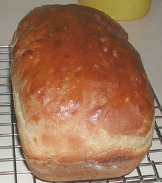 White Batter Bread - This is such a good bread, couldn't wait to share it    by The Iowa Housewife  #Bread