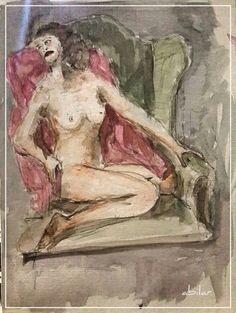 Mujer posa en el sillon verde