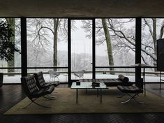Philip Johnson's The Glass House, completed in 1949, Connecticut. The Barcelona lounge chairs, the daybed and the sofa table by Mies van der Rohe, the Diamond chairs outside by Harry Bertoia. Photo by Michael Hall./ High Low Vintage