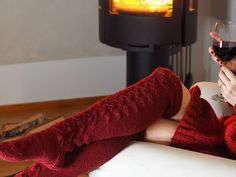 VIININPUNAISET PITKÄT PITSISUKAT · Kristallikimara Leg Warmers, High Socks, Thigh High Socks, Over The Calf Socks