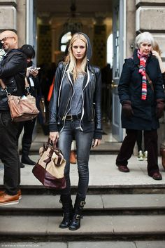 Poppy Delevigne - Grey worn-out jeans, motorbike boots, leather jacket