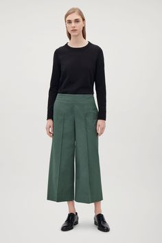 These culottes are made from crisp, tailored cotton with a back zip fastening. A cropped, wide-leg fit, they have slant pockets, pintuck detail at the press folds and shaped darts at the back. Cos Trousers, Cropped Trousers, Trousers Women, Cos Fashion, Small Wardrobe, Pin Tucks, White Shirts, Normcore, Clothes For Women