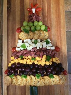 100 Christmas Appetizers Recipes To Begin Your Christmas Story With - Hike n Dip Here are 100 Christmas Appetizers Recipes to serve at your Christmas Party. These festive & cute Christmas recipes are the best way to start your party with Christmas Party Food, Xmas Food, Christmas Appetizers, A Christmas Story, Appetizers For Party, Appetizer Recipes, Appetizer Ideas, Christmas Christmas, Holiday Treats