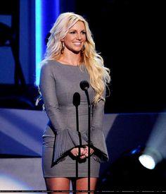 Britney Spears We Will Always Love You A Grammy Salute To Whitney Houston Girl Celebrities, Celebs, Britney Spears News, Stella Mccartney Dresses, Taylor Swift Hot, Pop Hits, Britney Jean, Great Smiles, Whitney Houston