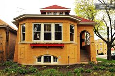 Historic Chicago Bungalow in Chicago Bungalow Style House, Bungalow Homes, Chicago Vacation, Craftsman Bungalows, Types Of Houses, House Floor Plans, Condo, Chicago City, House Design