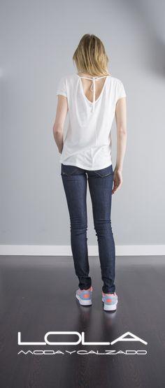 En verano no te la juegues, tus camisetas con estilazo en la tienda de la ropa buena.  Pincha este enlace para comprar tu camiseta en nuestra tienda on line:  http://lolamodaycalzado.es/primavera-verano/613-camiseta-blanco-estampado-multicolor-salsa.html