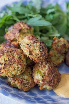 Bolas de brócoli con queso   Cocina Yummy Vegetable Recipes, Raw Food Recipes, Vegetarian Recipes, Cooking Recipes, Healthy Recipes, Tapas, Healthy Snacks, Healthy Eating, Snacks Saludables