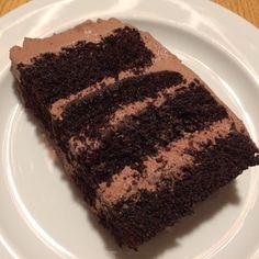 Kender I det når alle andre bager en bestemt kage og samstemmigt roser den til skyerne? Sådan har jeg det med Black Magic. Og jeg var meeeeg...