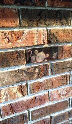 Mouse in wall street art